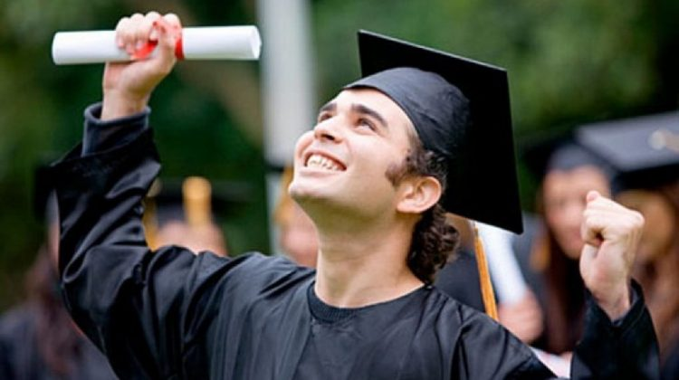 Peste 20 de studenți-doctoranzi vor primi Bursa de Excelență și cea nominală a Guvernului. Suma de bani pe care o vor ridica