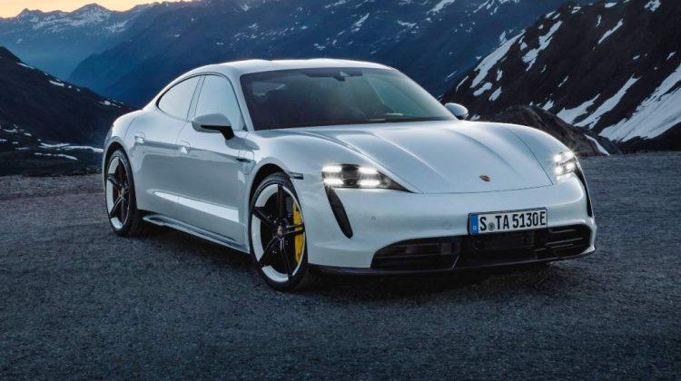 (FOTO) Cum să avariezi ultimul model Porsche Taycan Turbo S chiar în salonul dealerului