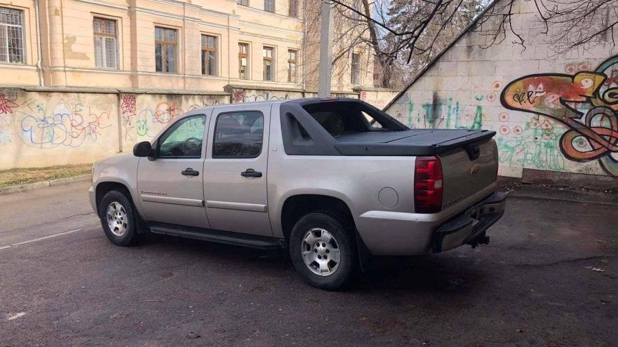 (FOTO) Ambasada SUA de la Chișinău vinde trei automobile… Cine să le cumpere?!