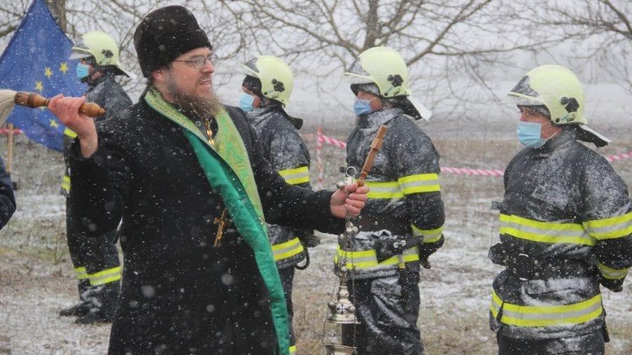 (FOTO) Piatra de temelie a unei noi Unități de Salvatori și Pompieri, pusă la Ștefan Vodă în pofida ninsorii puternice