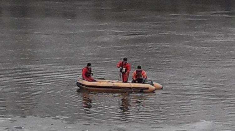 O minoră de 12 ani, căutată timp de două zile în apele Nistrului. S-ar fi înecat în timp ce se juca pe gheața subțire