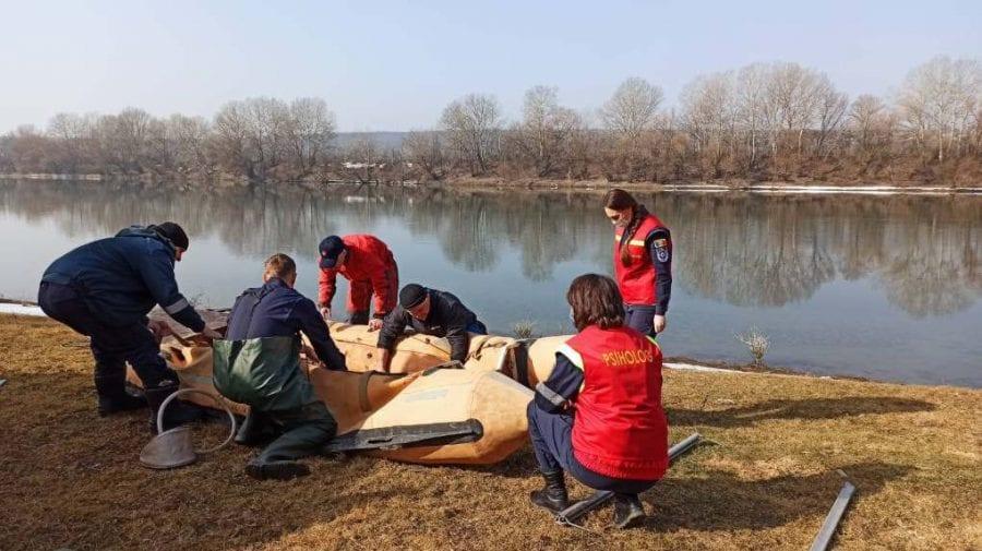 Scafandrierii IGSU au reluat lucrările de căutare subacvatică a minorei care s-ar fi înecat în apele Nistrului