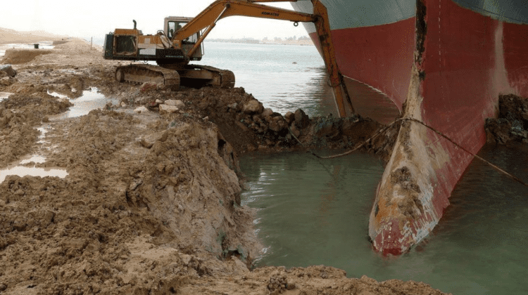 (GALERIE FOTO) Continuă eforturile de a disloca nava imensă de 400 de metri din Canalul Suez din Egipt