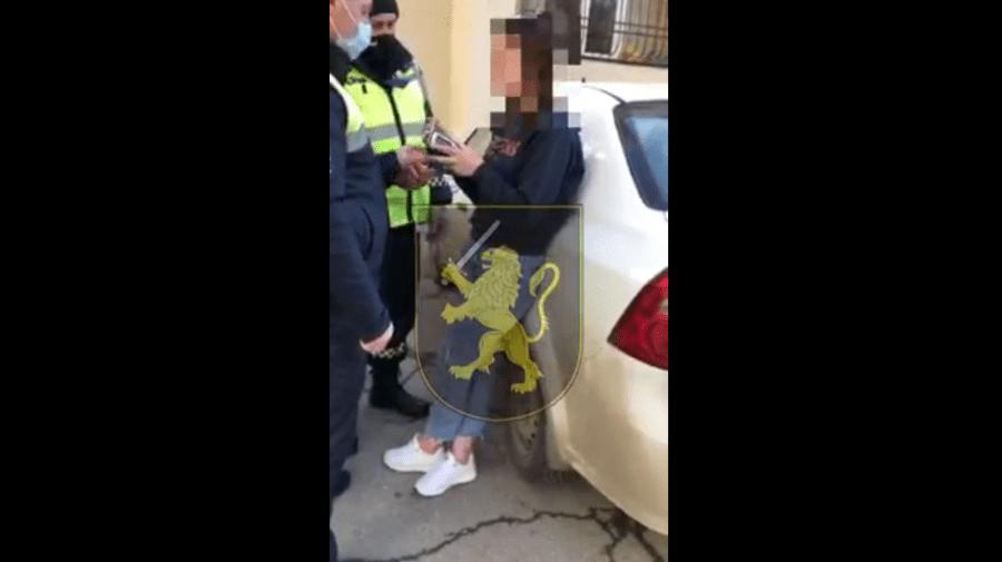 (VIDEO) Beată, agresivă și fără permis la volan