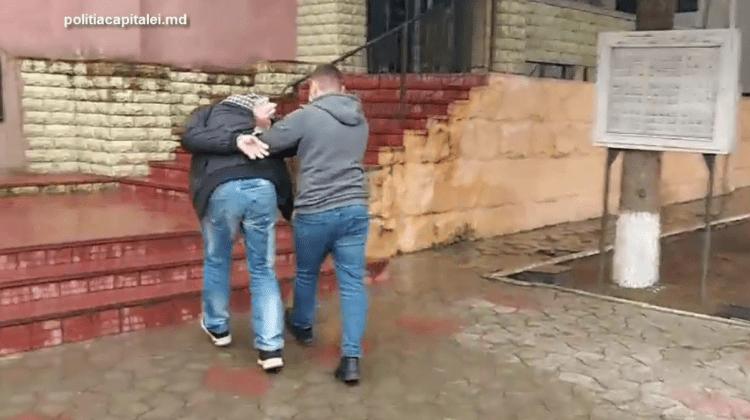 Un bărbat de 43 de ani riscă până la 7 ani de închisoare pentru un jaf stradal comis în cetrul Capitalei