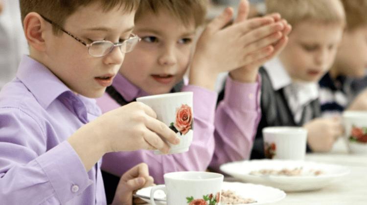 Consilieră PAS, despre alimentația copiilor din Chișinău: Macaroane cu zahăr la dejun și paste cu brânză la cină