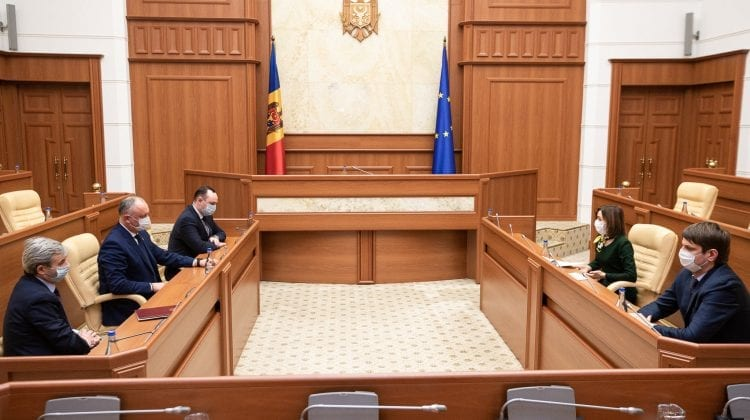 (FOTO) Dodon, față în față cu Sandu la ultima rundă de consultări de la Președinție, deși nu e membru al fracțiunii
