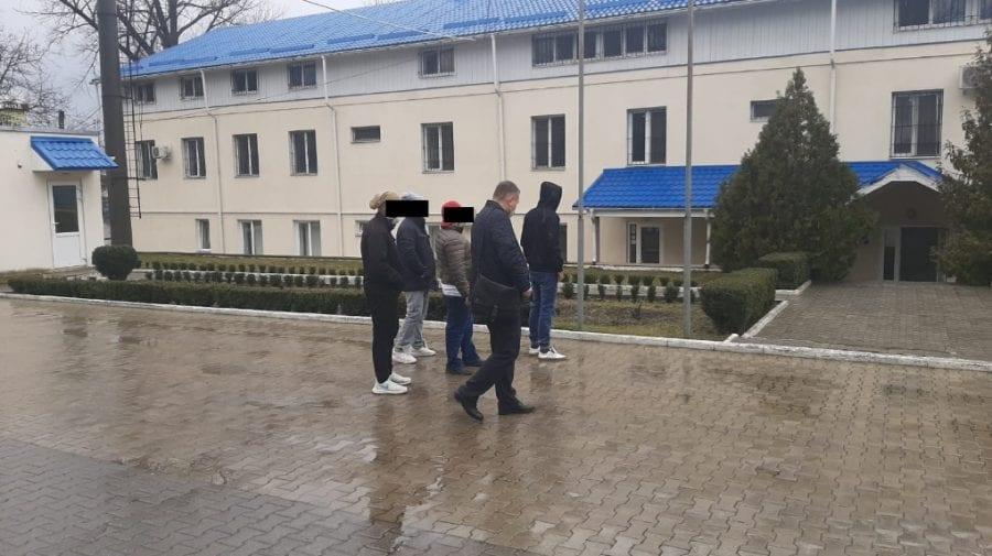 Isprava unor cetățeni indieni: Au intrat în Republica Moldova legal, dar au ajuns pe mâna poliției