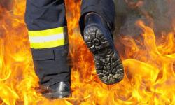 Incendiu violent în Capitală! A luat foc mansarda unui bloc de locuințe