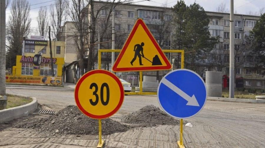 Important pentru șoferi! Se suspendă traficul rutier la intersecția a două străzi din capitală