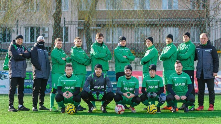 """Echipa de fotbal a MAIB – premiată cu trofeul """"Cea mai bună echipă corporativă"""""""