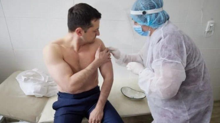 Președintele Ucrainei, Vladimir Zelensky s-a vaccinat împotriva COVID-19 împreună cu militarii din Donbass