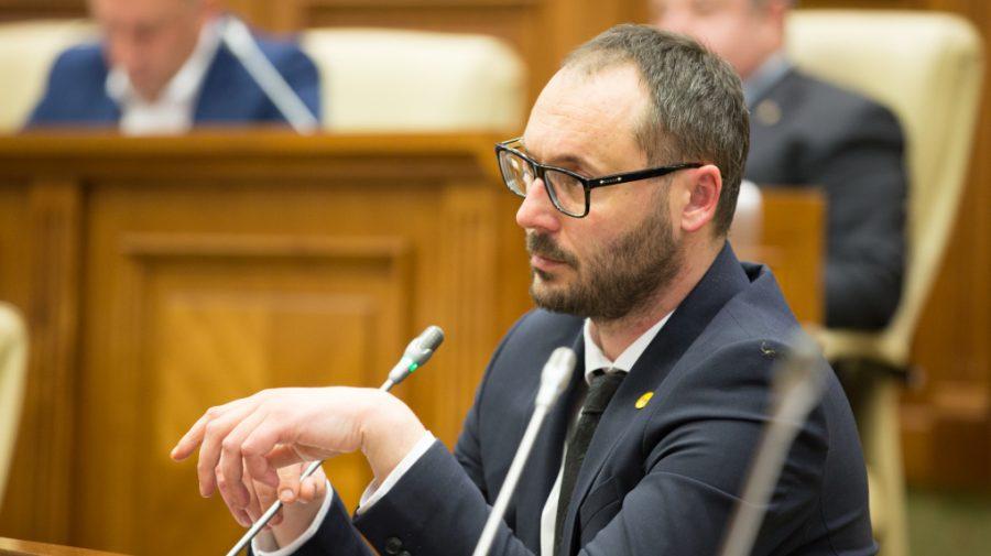 Deputat PAS despre legea lustrației: Vor să schimbe oamenii lui Plahotniuc cu cei ai lui Dodon și Șor