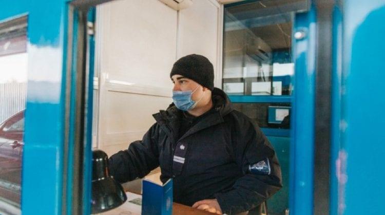 Trei moldoveni riscă amenzi după ce au prezentat acte false la ieșirea din țară