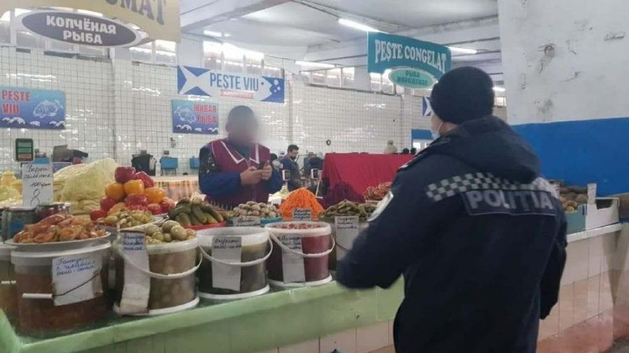 Zeci de încălcări stabilite de oamenii legii în urma descinderilor în piețe, stații PECO și magazine