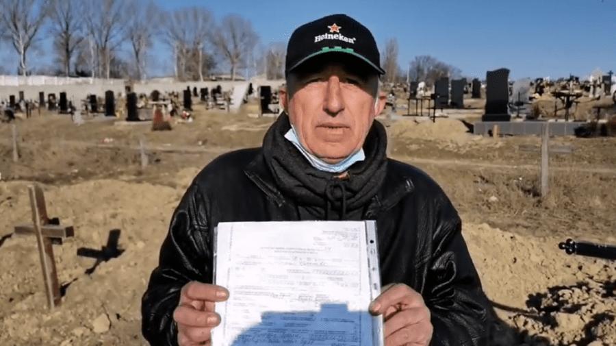 """(VIDEO) Un moldovean revenit acasă de peste hotare a depistat că """"este mort"""" și înmormântat"""