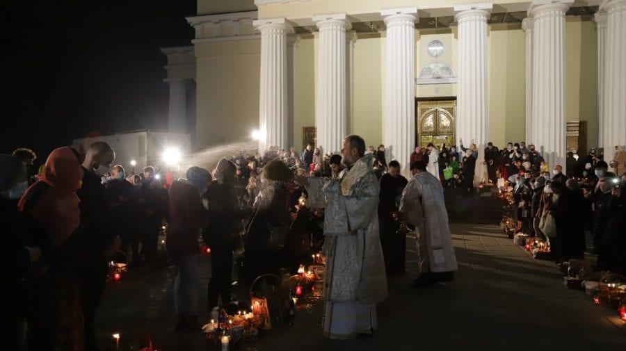 GALERIE FOTO – Slujba din Noaptea Învierii de la Catedrala Mitropolitană