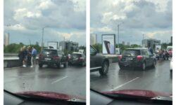 """VIDEO S-au """"pupat"""" pe Viaduct! Cel puțin trei mașini au fost implicate într-un accident rutier"""