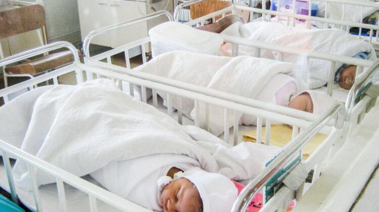 Femeia, care anunța că a născut 10 bebeluși, se află la evidența psihiatrilor
