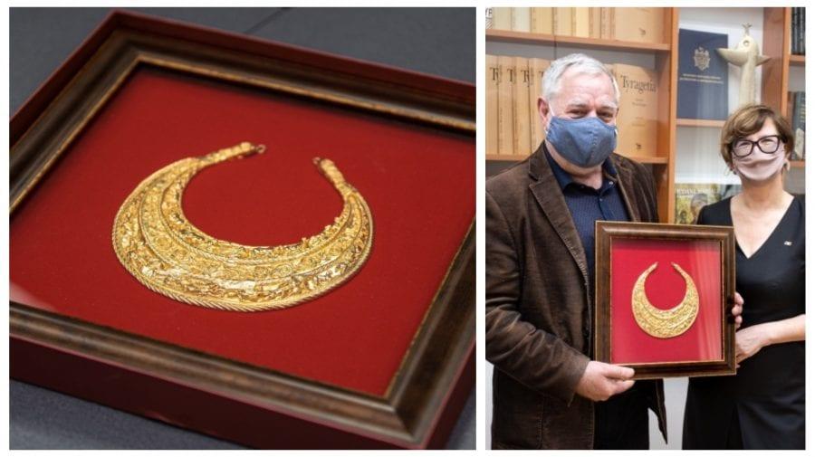 Cadou valoros făcut de Zelenski Maiei Sandu, un colier din aur de peste un kilogram, dăruit Muzeului de Istorie