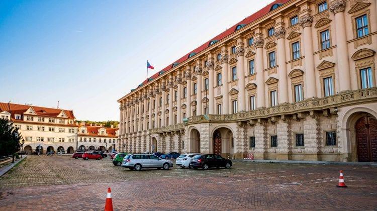 Cehia anunță expulzarea a aproximativ 70 de angajați ai Ambasadei Rusiei