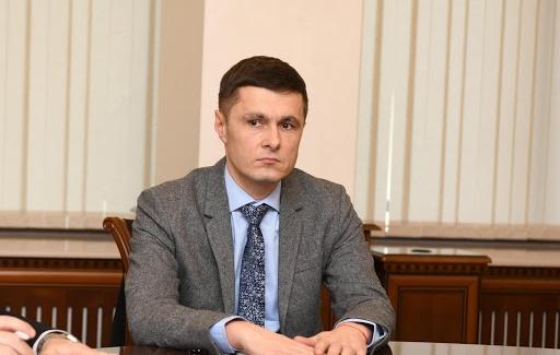 Ministrul interimar al Justiției se întreabă de ce doar Domnica Manole a primit pază de stat. Aspiră și el?!