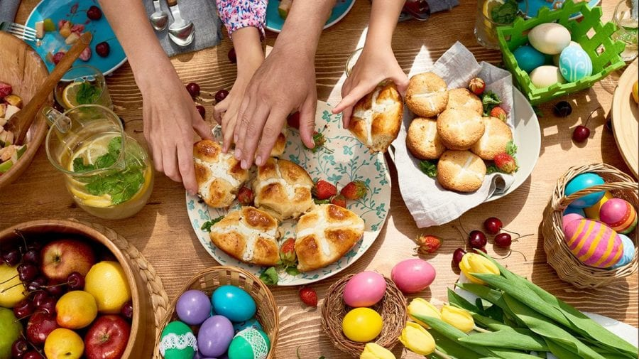 Cheltuieli modeste pentru masa de Paște. Moldovenii vor cheltui mai puțini bani și vor prefera să sărbătorească la sat
