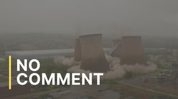 Patru turnuri de răcire din Marea Britanie, puse la pământ