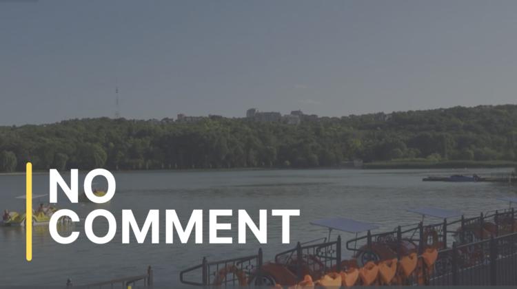 """Plimbarea cu hidrobicicletele pe lacul din parcul """"Valea Morilor"""" din Capitală"""