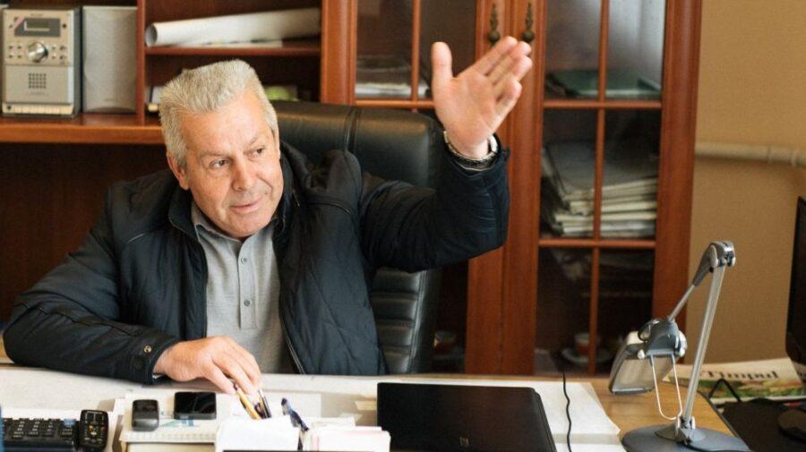 Șeful de la Doina, care cerea bani pentru un loc de veci, a fost rar la muncă de când s-a restabilit. Ce-i cu dosarul