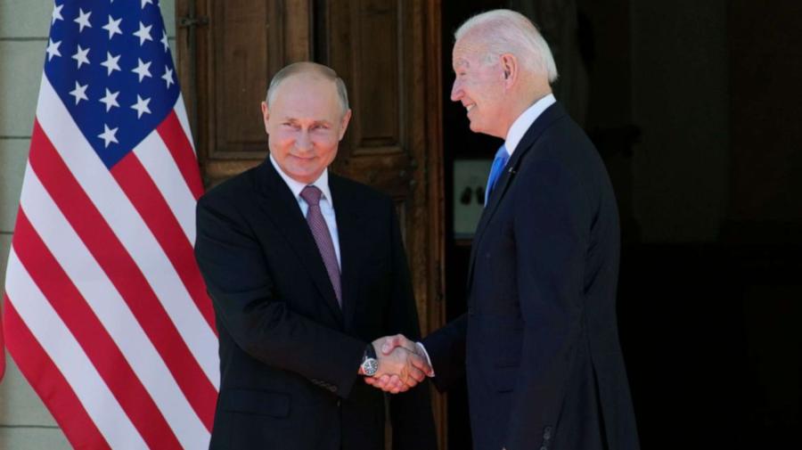 Joe Biden şi Vladimir Putin şi-au strâns mâna înaintea summitului lor de la Geneva