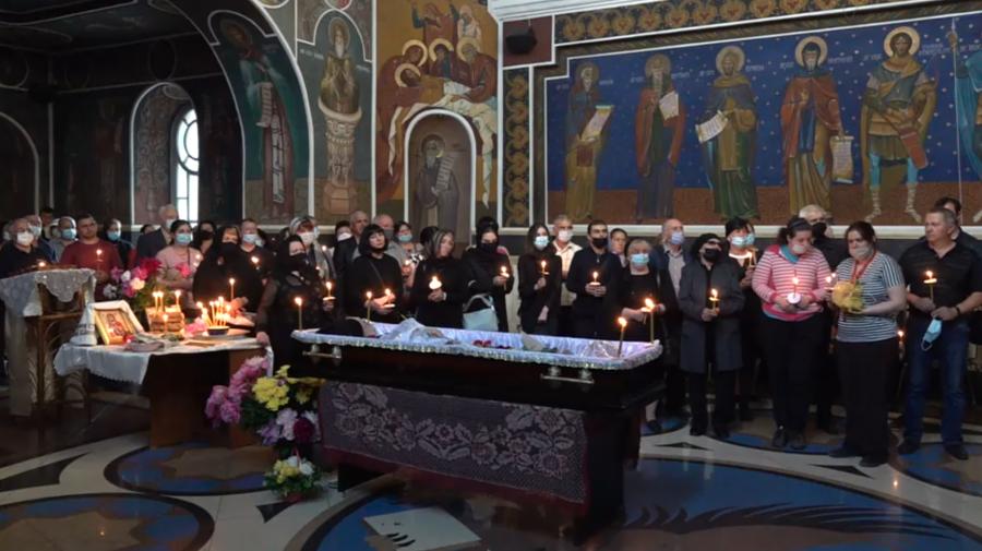 (VIDEO) Funeraliile lui Iurie Sadovnic! Rudele, prietenii și colegii de breaslă își iau rămas bun de la marele artist