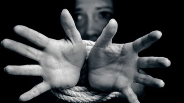 (VIDEO) Condamnată la ani grei de pușcărie pentru trafic de ființe umane