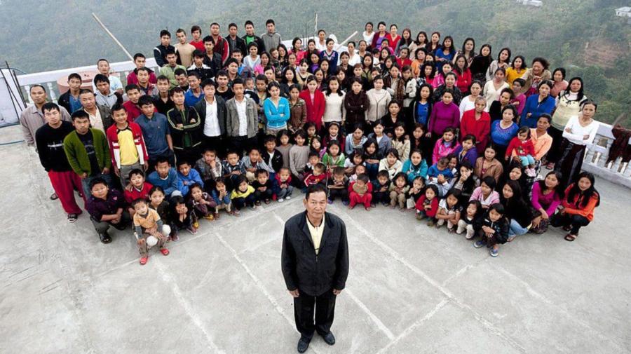 """Ziona Chana, șeful """"celei mai mari familii din lume"""" a murit. A lăsat în urmă 94 de copii"""