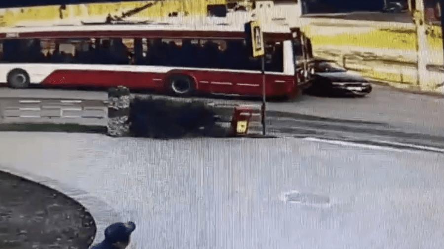 A provocat un accident rutier la Bălți, iar ulterior a șters putina. Poliția cere ajutorul oamenilor