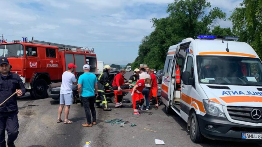 FOTO Accident groaznic în apropiere de Ungheni! Un bărbat, transportat la spital în stare gravă