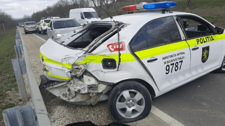 (FOTO) Accident grav într-o localitate din Strășeni. O mașină a poliției, implicată