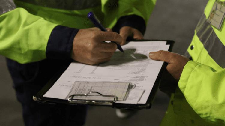 Moldovenii nu-și achită amenzile! Pentru ce sunt sancționați cel mai des și câți dintre ei își achită penalitățile