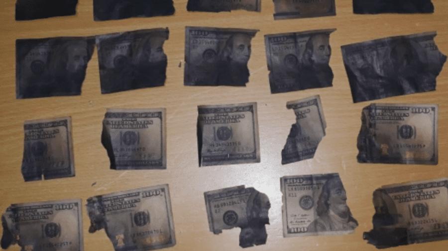 Minori din Ialoveni, cercetați penal după ce ar fi furat opt mii de dolari. O parte din bani ar fi ars într-o sobă