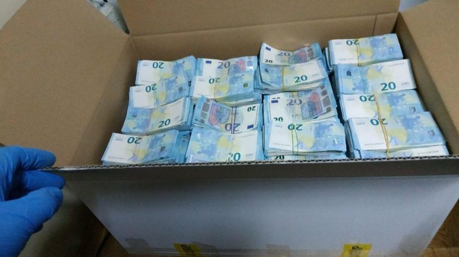 Șoferul care a intrat în țară cu peste 1,6 milioane de euro în camion, condamnat. Banii au ajuns în caznaua statului
