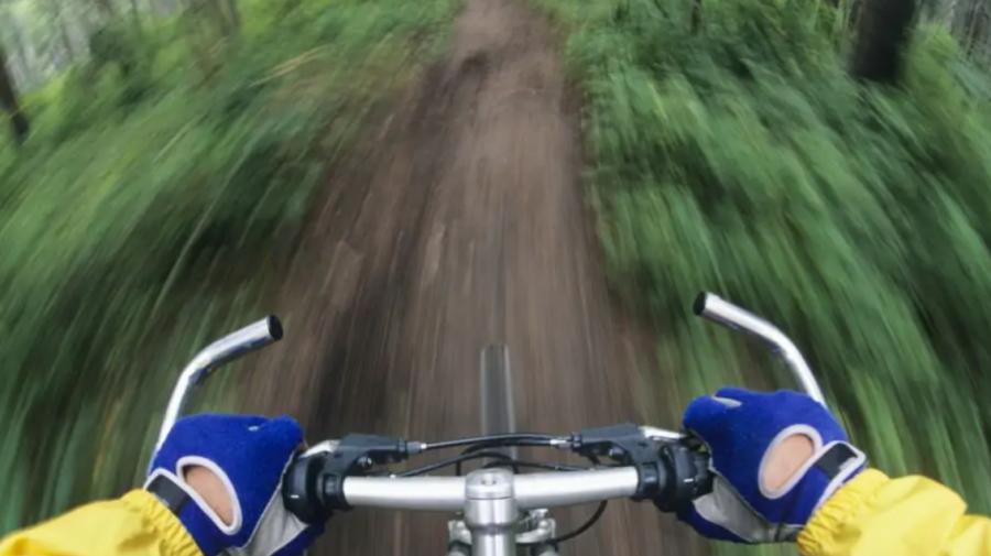 Poliția reamintește: Bicicleta poate fi condusă pe drumurile publice doar de persoanele care au peste 14 ani