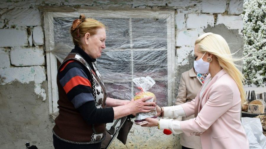 Peste o mie de pensionari și familii cu venituri modeste au primit cadouri de Paște din partea echipei lui Ilan Șor