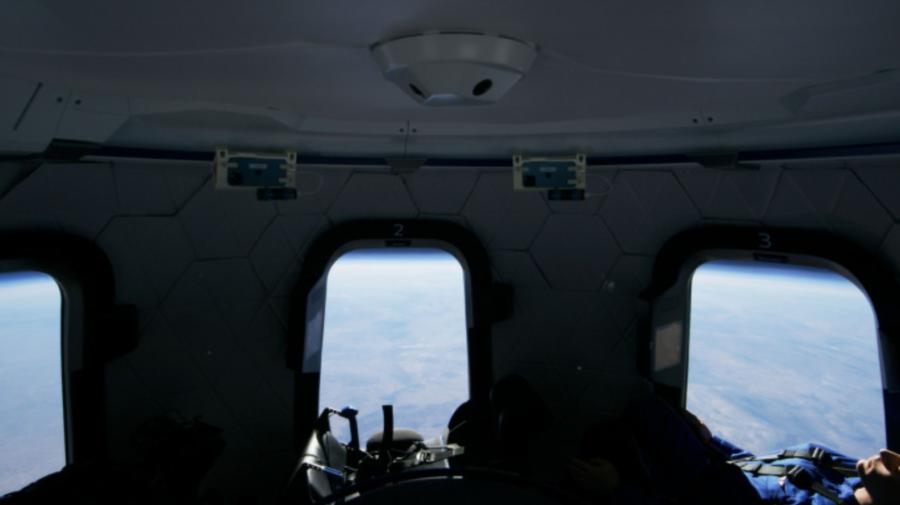 28 de milioane de dolari, costul unui loc pentru o călătorie în spaţiu în care să admiri Pământul alături de Jeff Bezos