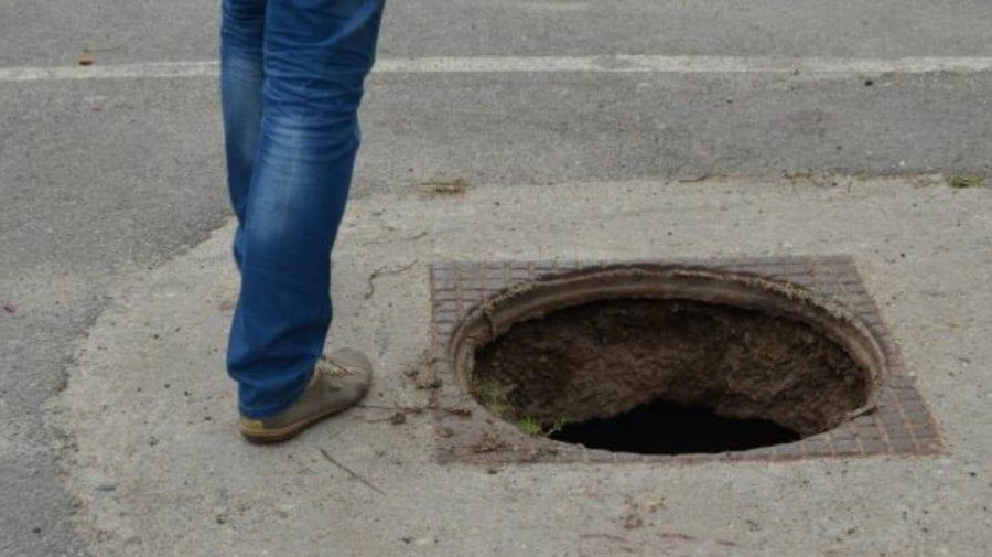 Fier pentru băutură? Ceban: Capacele de canalizare din Chișinău sunt schimbate la fier uzat pentru  50 de grame