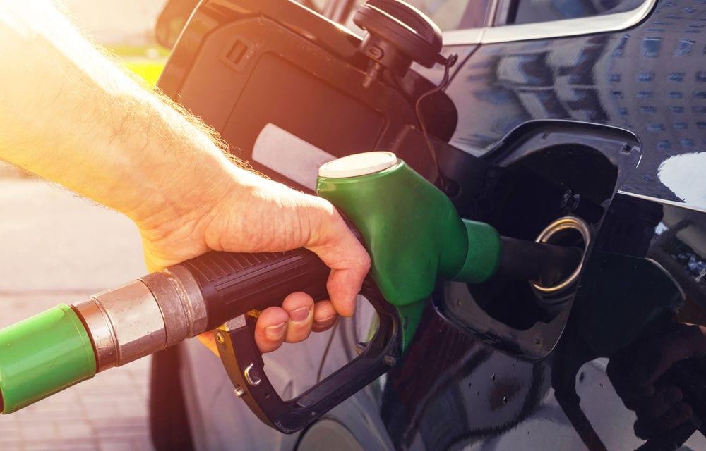 Pentru cine lucrează statul? Raportul privind prețul la carburanți, audiat în secret. Un deputat a părăsit ședința