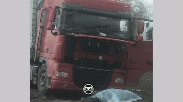 (FOTO) Caz tragic în Rusia. Un moldovean a fost strivit de propriul autocamion