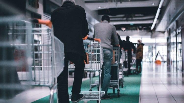 Cum să scapi de cozile mari din magazine în preajma sărbătorilor Pascale?
