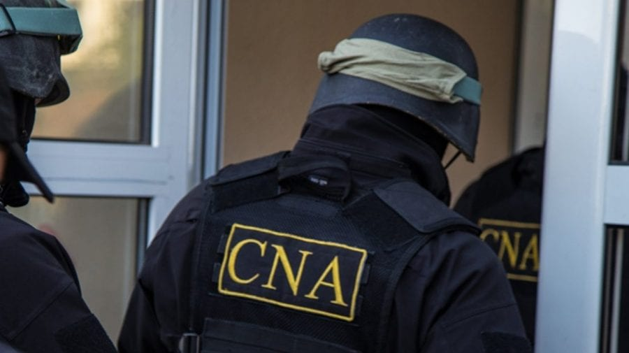 ALERTĂ! Primăria din Trușeni, plină de mascați de la CNA. Ofițerii au descins într-un dosar de corupție