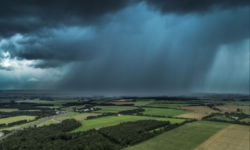 Avertizare meteo: Cod galben de instabilitate atmosferică, descărcări electrice, izolat averse puternice