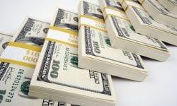 Statutul dolarului, în pericol? Cum au reușit chinezii să ia fața americanilor într-un domeniu cheie